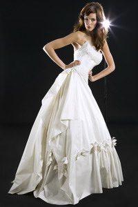 Νυφικό φόρεμα, σχέδιο από την Ελευθερία Βογιατζή