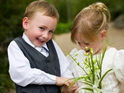 Παιδιά στη δεξίωση του γάμου