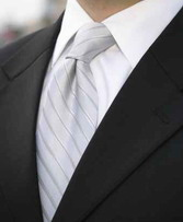 Ως καλεσμένος σε ένα γάμο αν φορέσετε ένα κομψό κοστούμι θα δώσετε στυλ με τη γραβάτα που θα επιλέξετε
