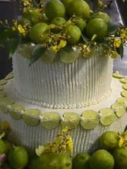 Γαμήλια Τούρτα διακοσμημένη με φρούτα