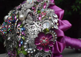 Brooch Bouquet ένα μπουκέτο από κοσμήματα