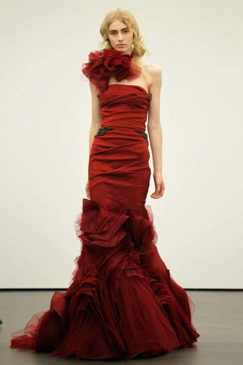 nifika vera wang anoixi 2013 Crimson strapless mermaid gown