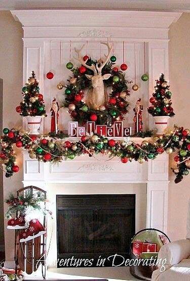 Διακόσμηση στο τζάκι για τα Χριστούγεννα