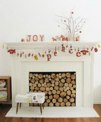 Γιρλάντες για τη χριστουγεννιάτικη διακόσμηση στο τζάκι
