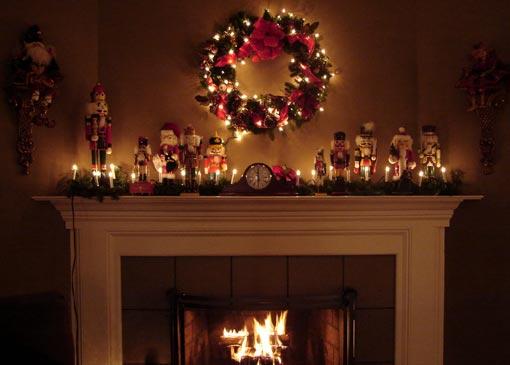 Χριστουγεννιάτικο στεφάνι για τη διακόσμηση του τζακιού