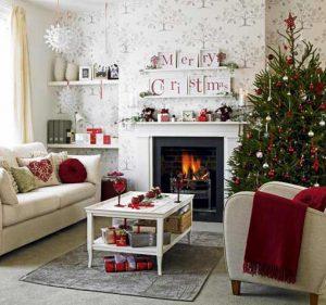 Μοντέρνα χριστουγεννιάτικη διακόσμηση για το τζάκι