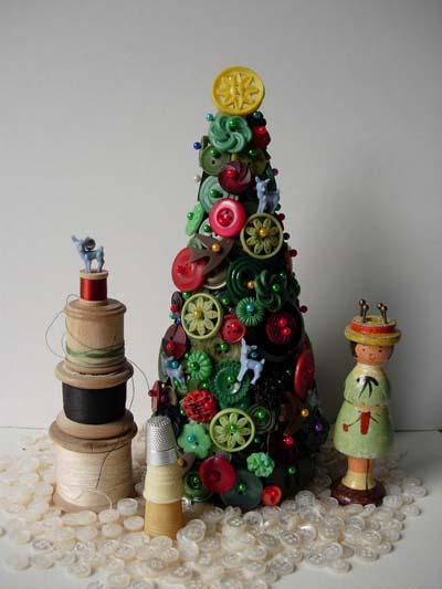 διακοσμητικό χριστουγεννιάτικο δέντρο με κουμπιά