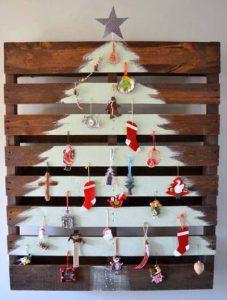 χριστουγεννιάτικο δέντρο πάνω σε ξύλο
