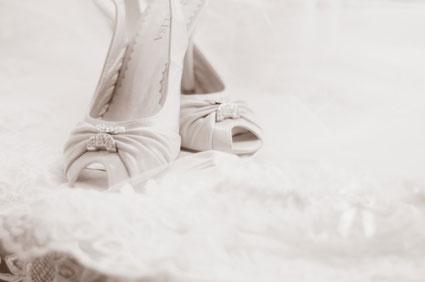 Νυφικά παπούτσια H mera tou gamou i nyfi kai o gampros