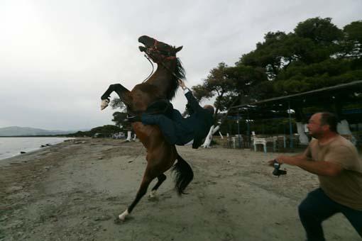 Ο γαμπρός πέφτει από το άλογο