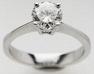 Μονόπετρο δαχτυλίδι αρραβώνα