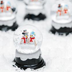 Διακόσμηση για το τραπέζι ευχών σε χριστουγεννιάτικο ή χειμερινό γάμο