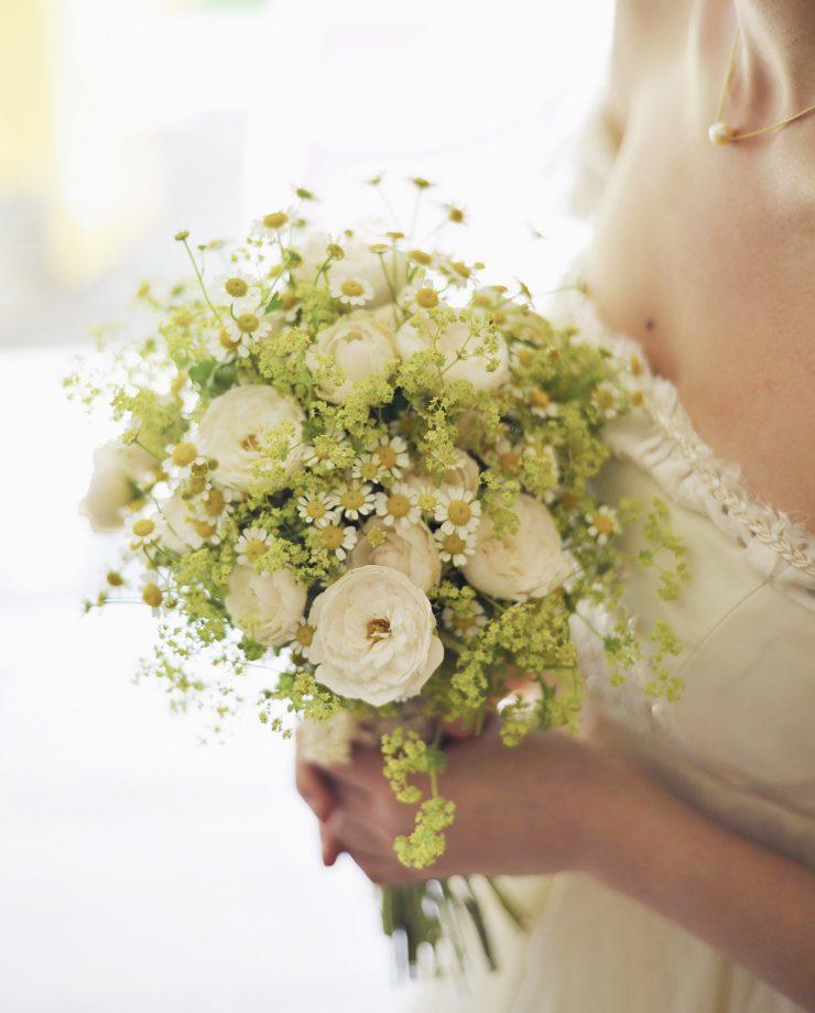 γαμήλιες τάσεις bridal bouquet fresh flowers