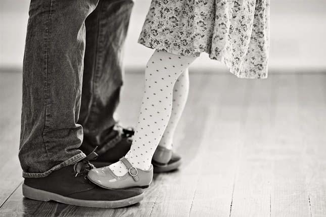 Μπαμπάς και κόρη χορεύουν