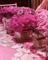 Τα λουλούδια που στολίζουν το τραπέζι