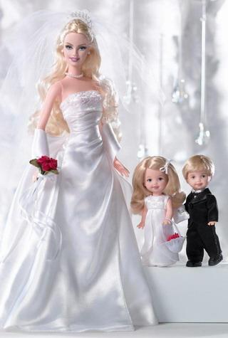 Η Barbie φορά νυφικό σε σχέδιο David's Bridal