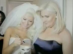Η Φαίη Σκορδά νύφη με τη μητέρα της