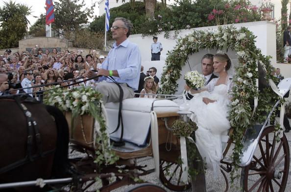 Η Τατιάνα και ο πατέρας της φθάνουν με άμαξα