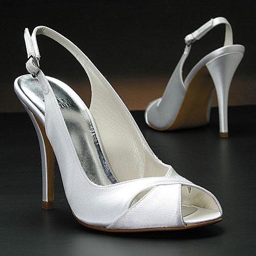 Νυφικά παπούτσια Stuart Weitzman