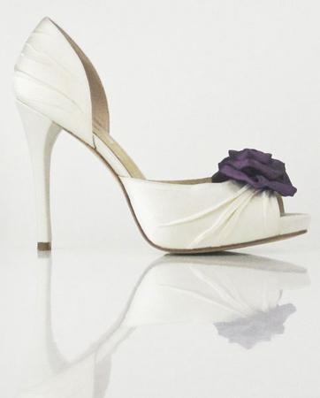 Νυφικά παπούτσια Enzoani 2011