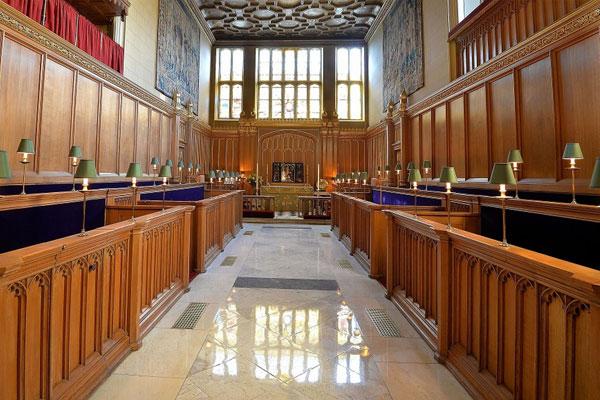 Εσωτερικό από το βασιλικό παρεκκλήσι του Αγίου Ιάκωβου στο παλάτι