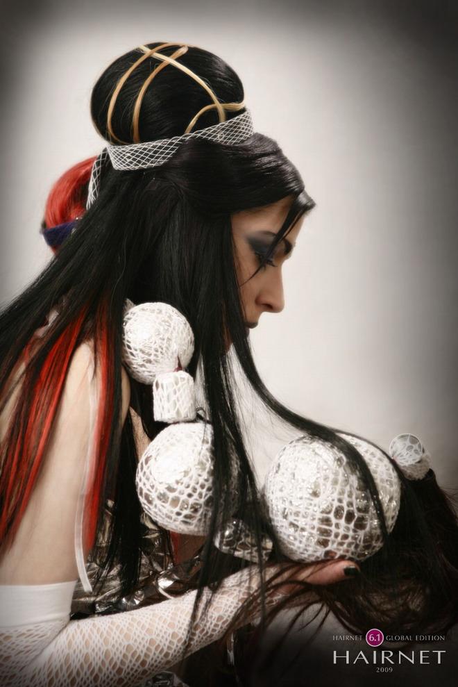 Η Irini Foustelli χτενίζει τη νύφη του 2050 και συμμετέχει στον διαγωνισμό κομμωτικής