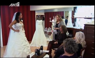 Η νύφη φορώντας νυφικό από τον οίκο Nicolas