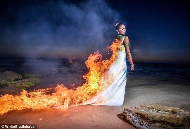 trash the dress νυφικό που καίγεται ενώ το φορά η νύφη στο Ισραήλ