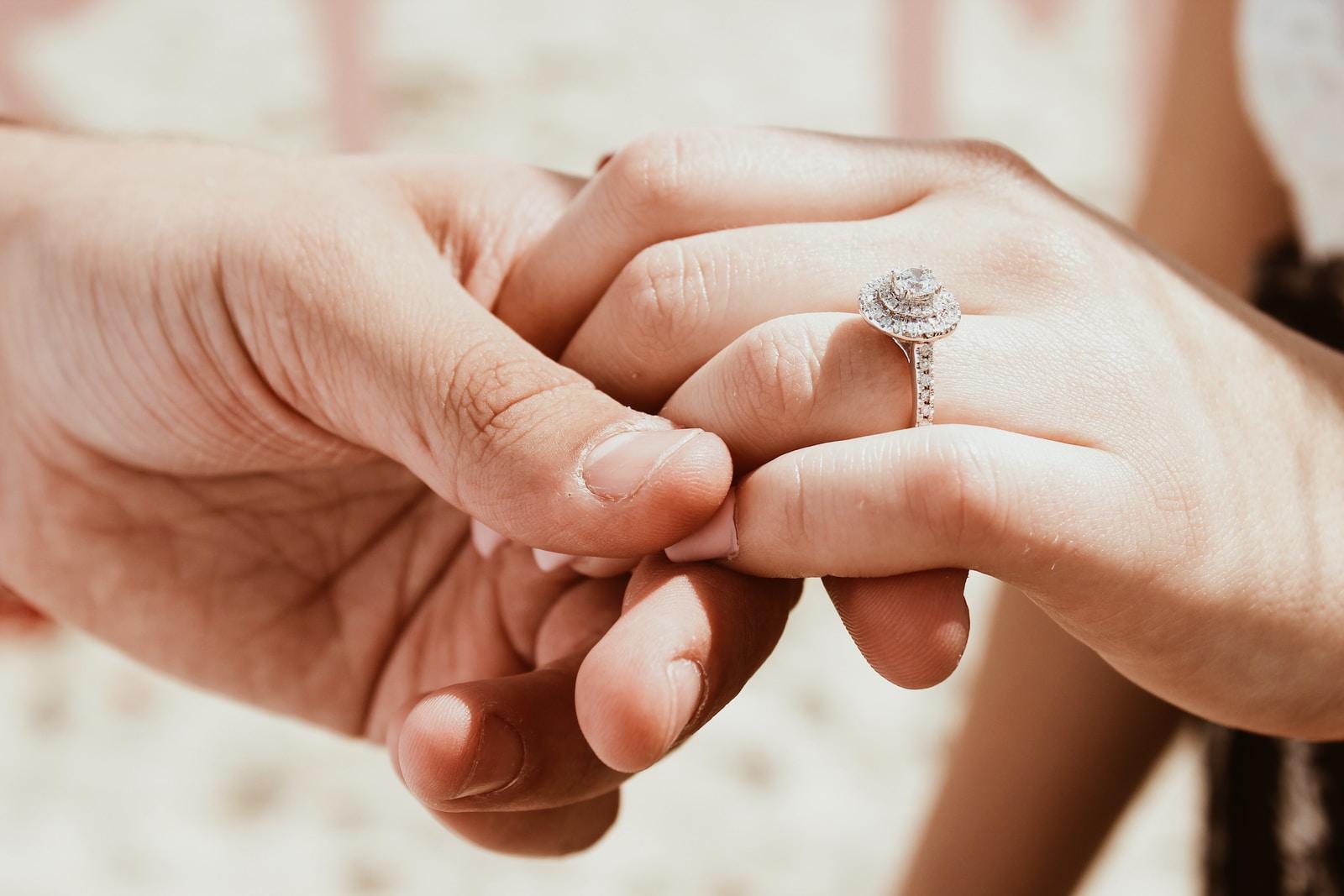 δαχτυλίδι αρραβώνα - ζευγάρι