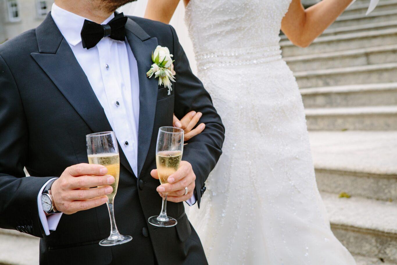Σαμπάνια και ποτά στο γάμο για πρόποση