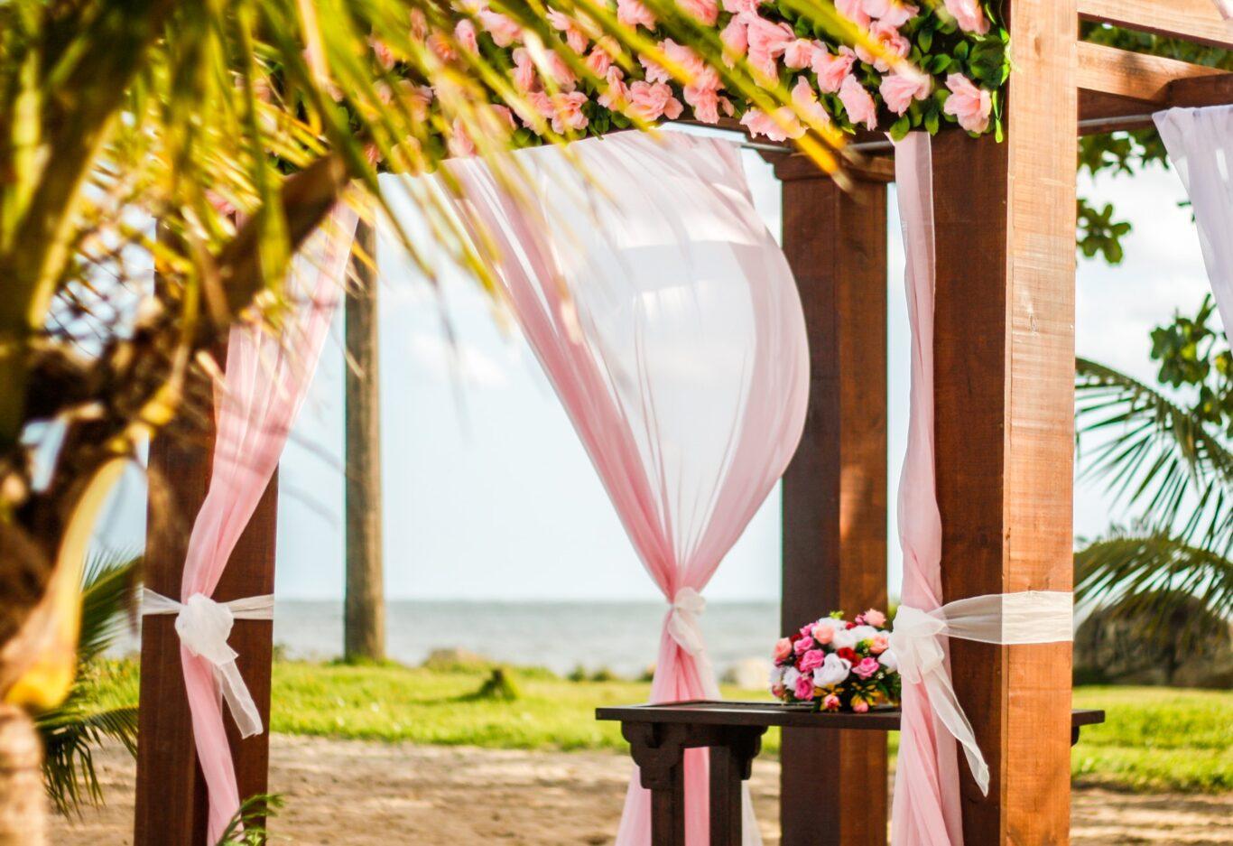 διακόσμηση γάμου στην παραλία