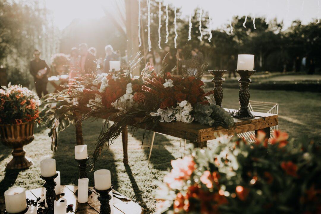 Στολισμός δεξίωσης γάμου βασισμένος σε κεριά