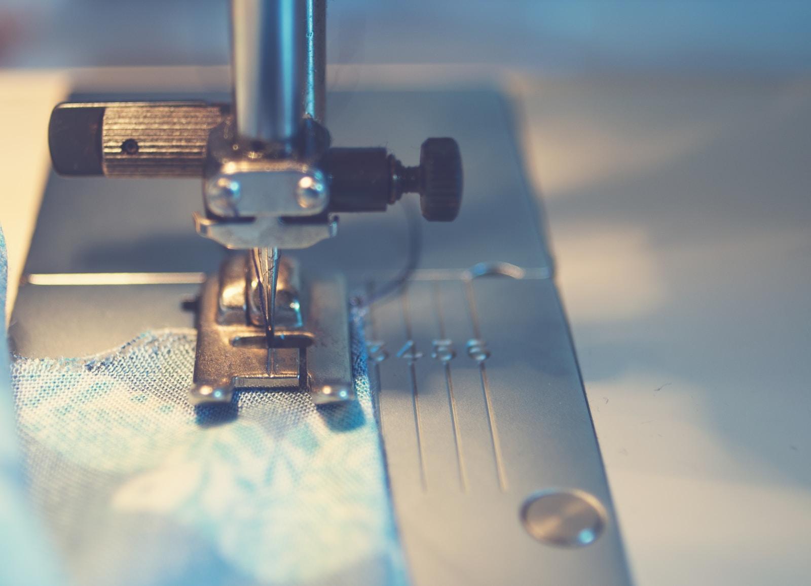 Νυφικό ραμμένο σε μοδίστρα blue textile under a sewing machine needle