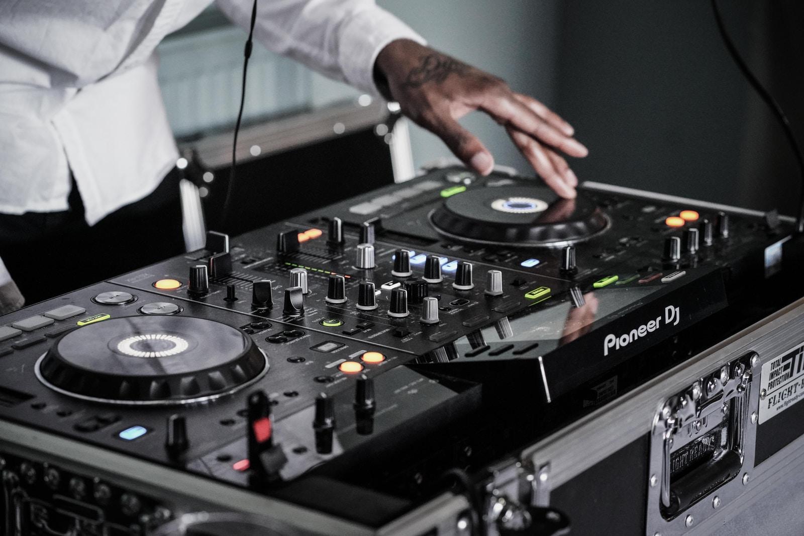 Mουσική και DJ