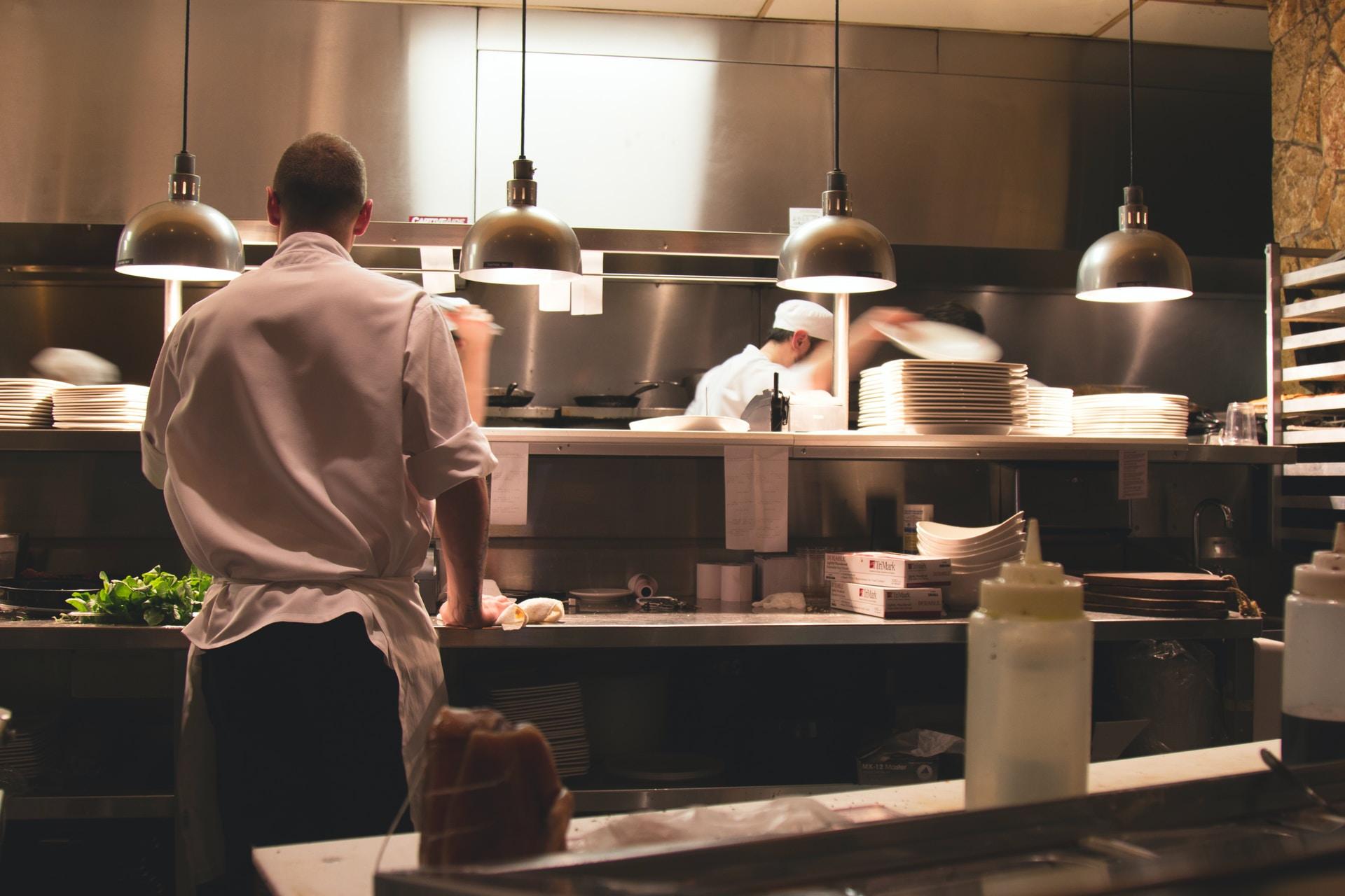 Η κουζίνα στον χώρο της δεξίωσης