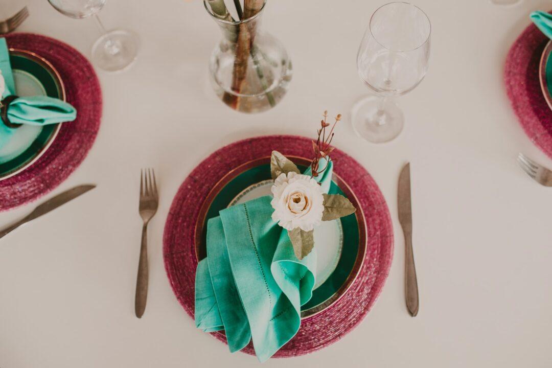 διακοσμημένο τραπέζι για τους καλεσμένους