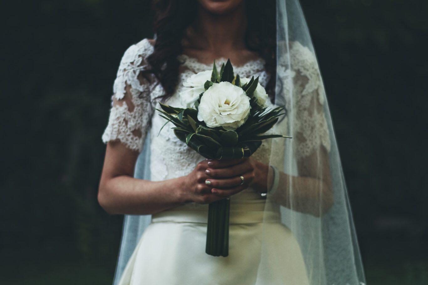 Οικονομικός γάμος και προτότυπος εκτός Σαββατου