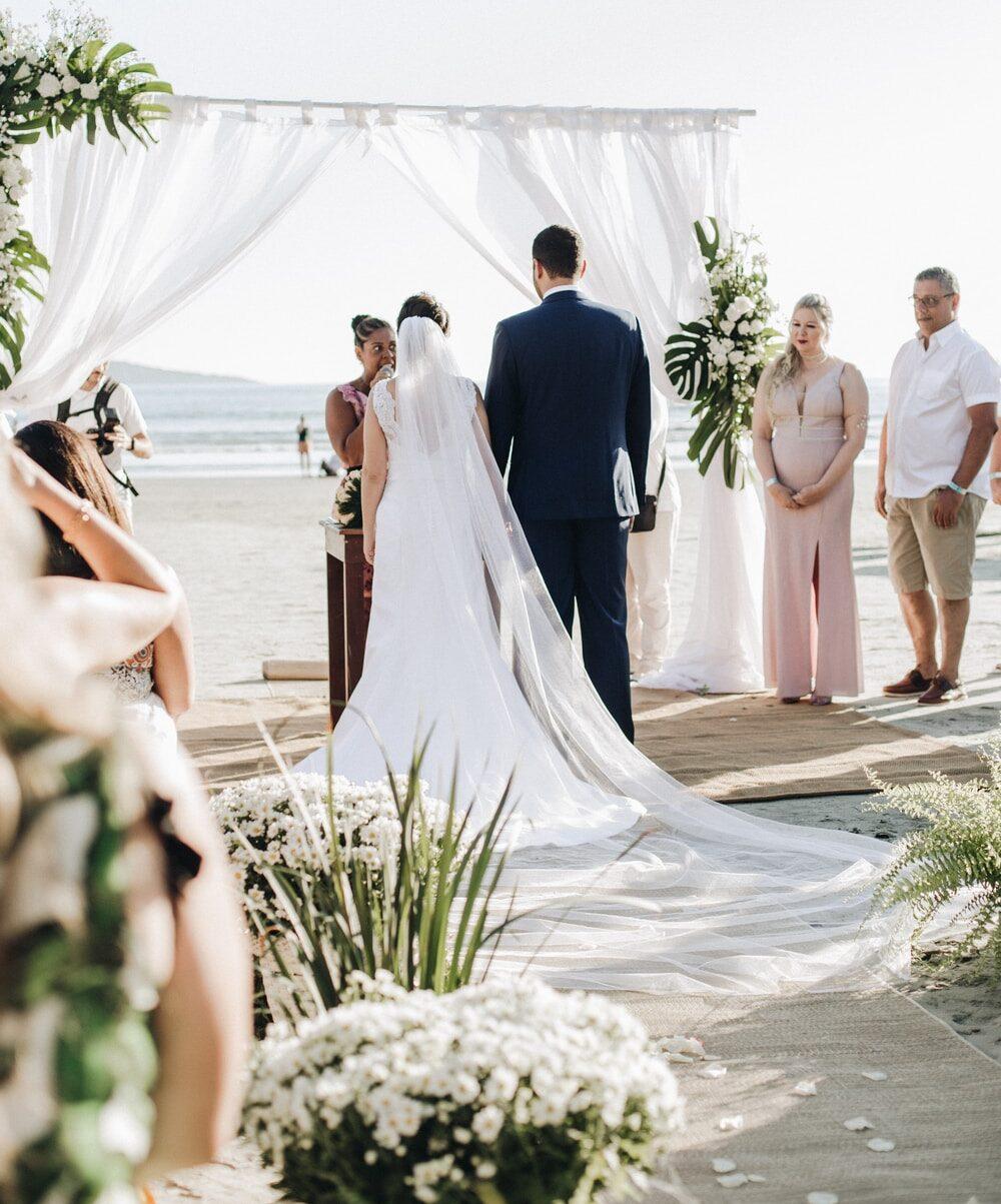 Γαμήλιο πάρτυ στην παραλία