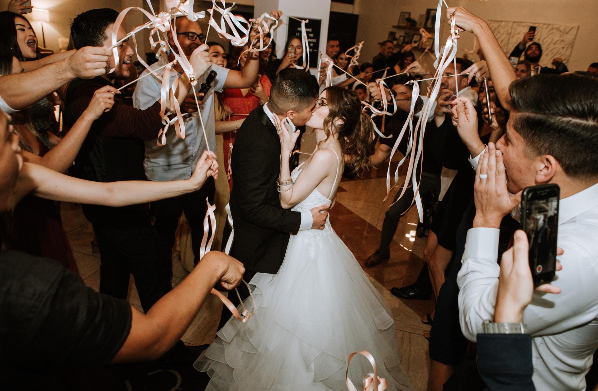Η νύφη, ο γαμπρός και… όλοι οι άλλοι