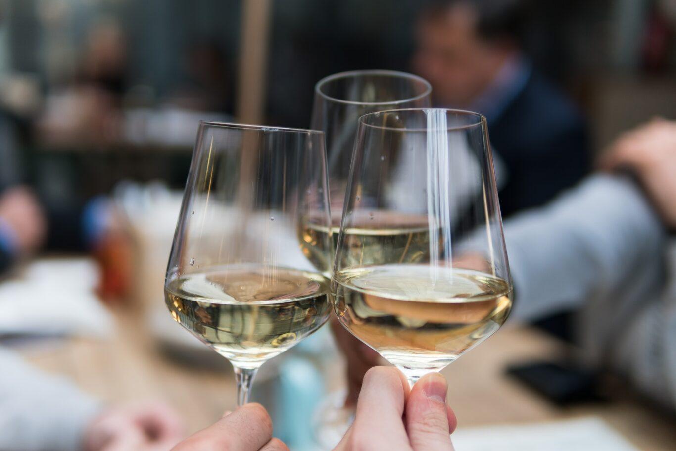 ποτά για τους καλεσμένους της δεξίωσης του γάμου