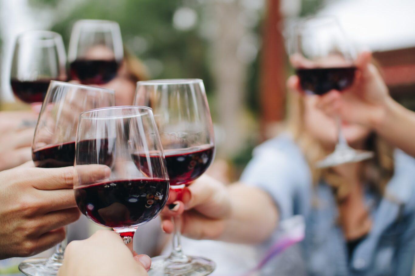 με το κρασί έχετε συστηθεί
