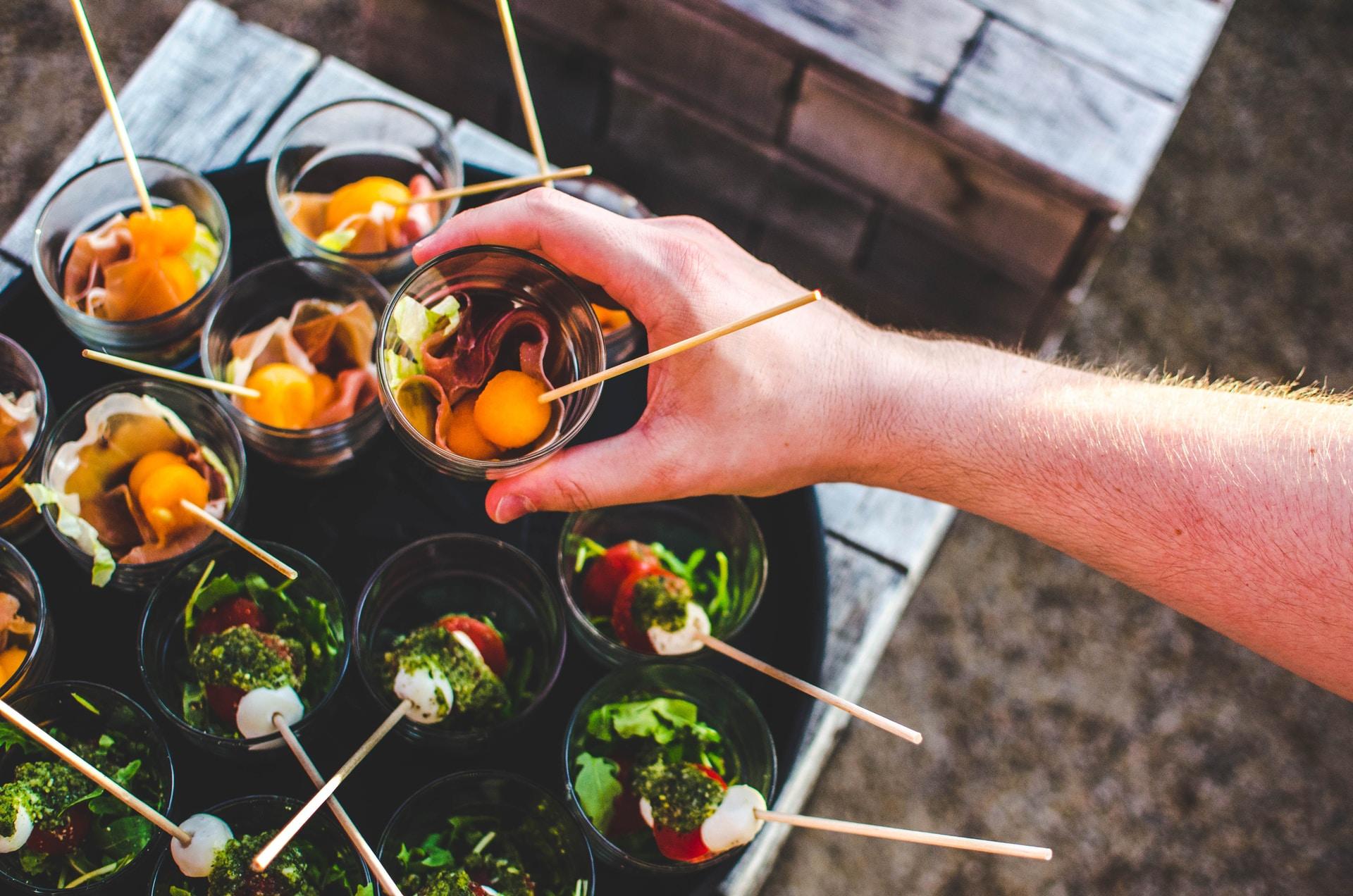 Θα ετοιμάσετε μόνοι σας τα φαγητά για το γλέντι του γάμου σας;