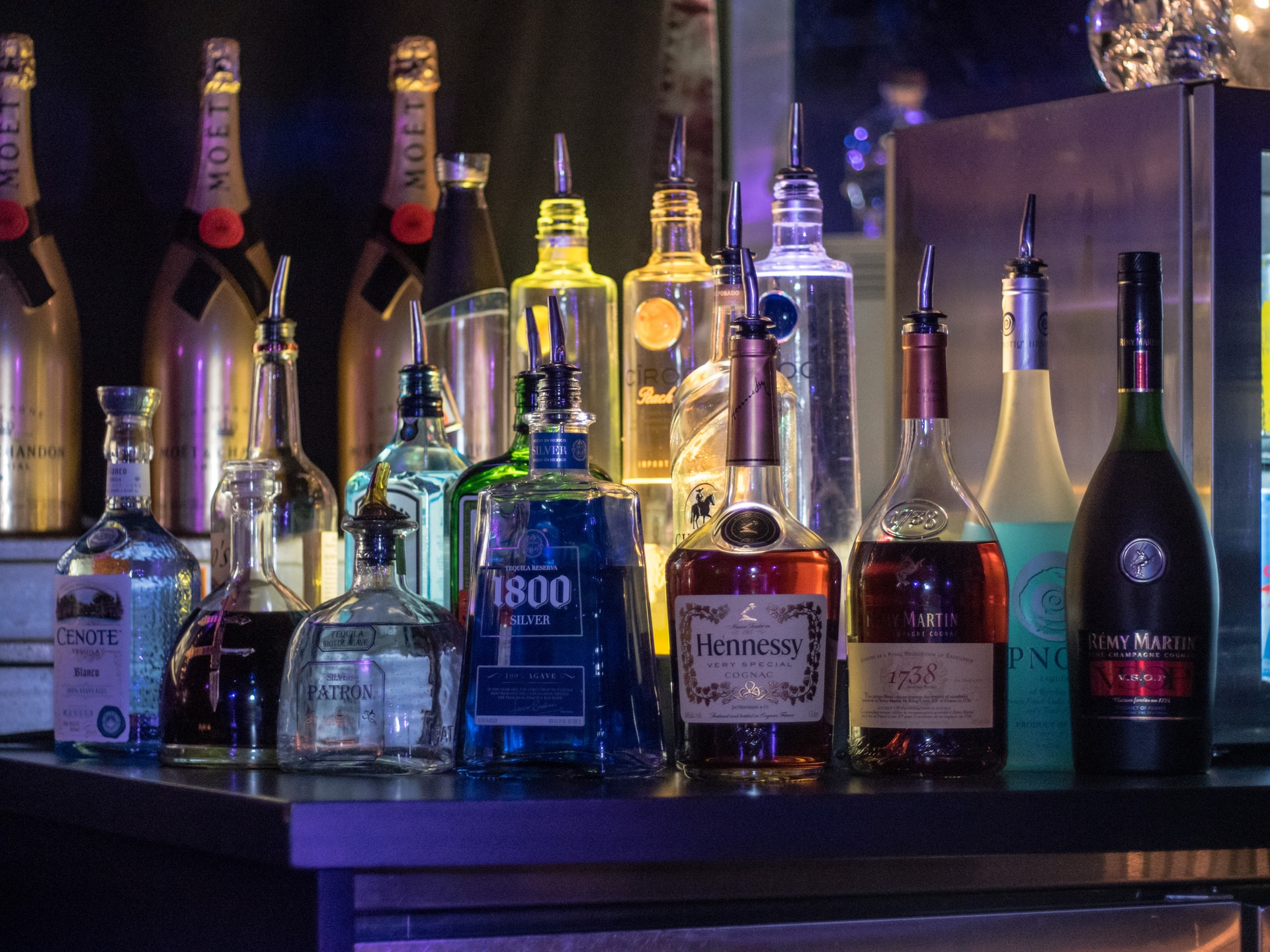Bar στο σπίτι και πως να το εφοδιάσετε για ένα γαμήλιο ή pre-wedding party
