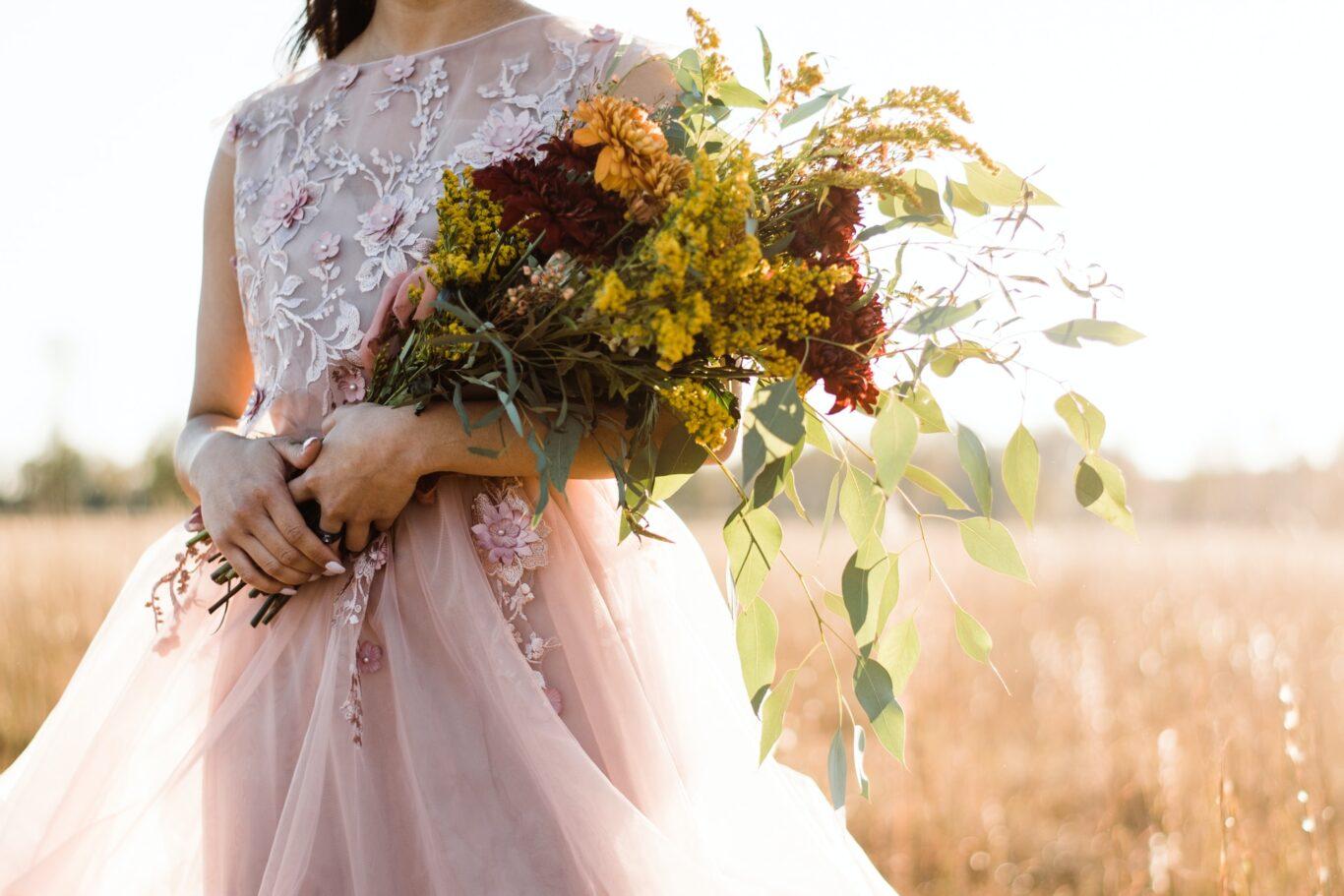 Βάλτε χρώμα στο νυφικό bouquet of flowers